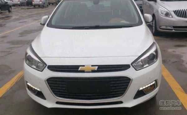 Next-Gen-2015-Chevrolet-Cruze-Spy-Pics-headlamps-grille