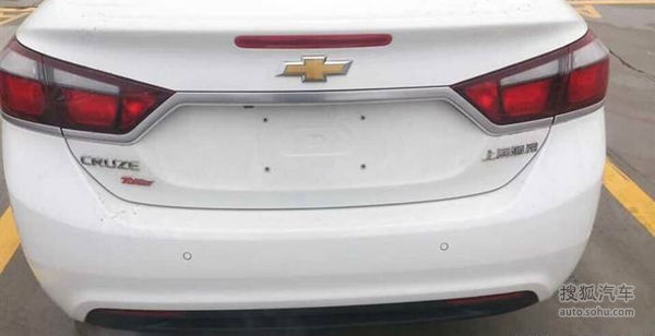 Next-Gen-2015-Chevrolet-Cruze-Spy-Pics-rear