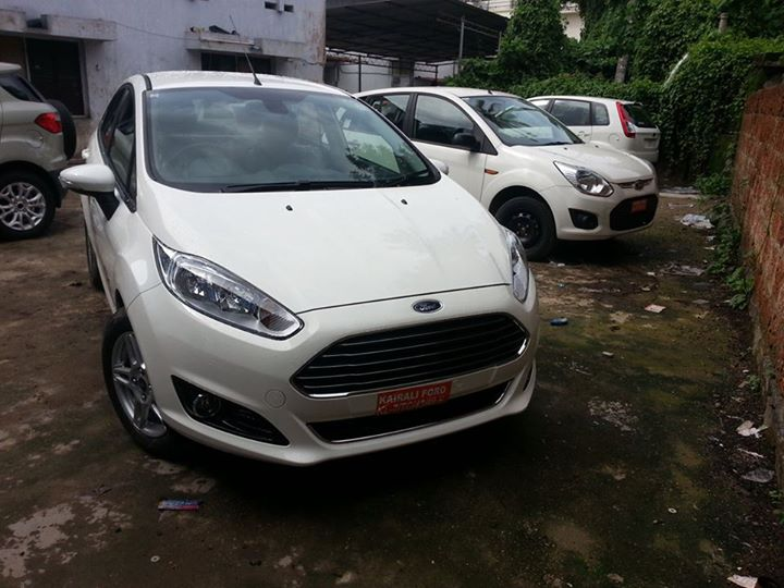 Ford-Fiesta-Facelift-dealership-launch-pic (1)