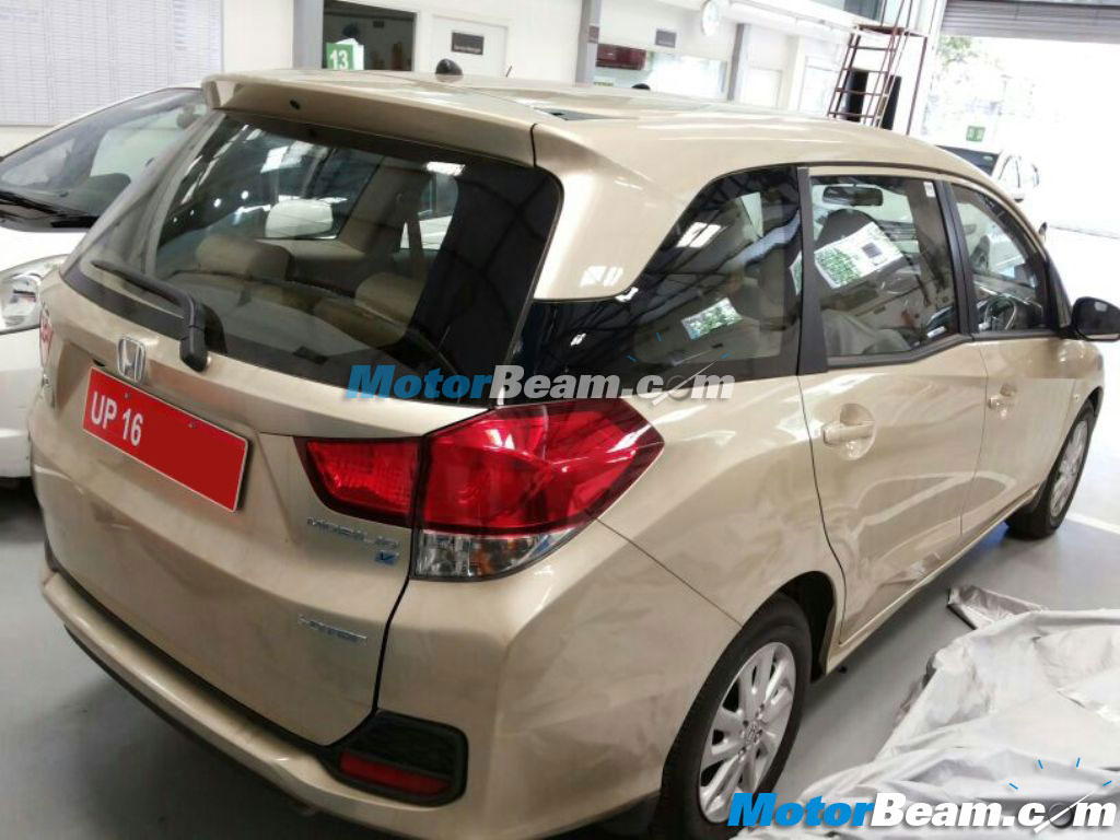 Honda-Mobilio-Dealership-Pics (3)
