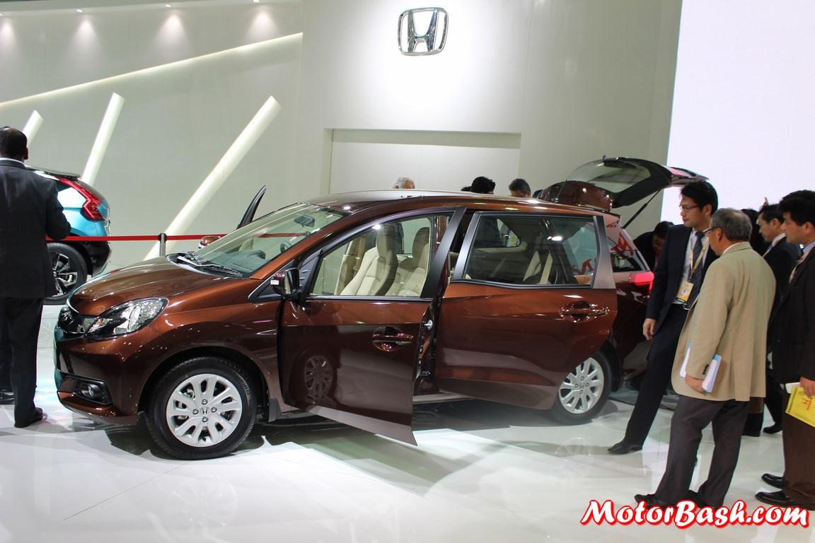 Honda-Mobilio-MPV-Side