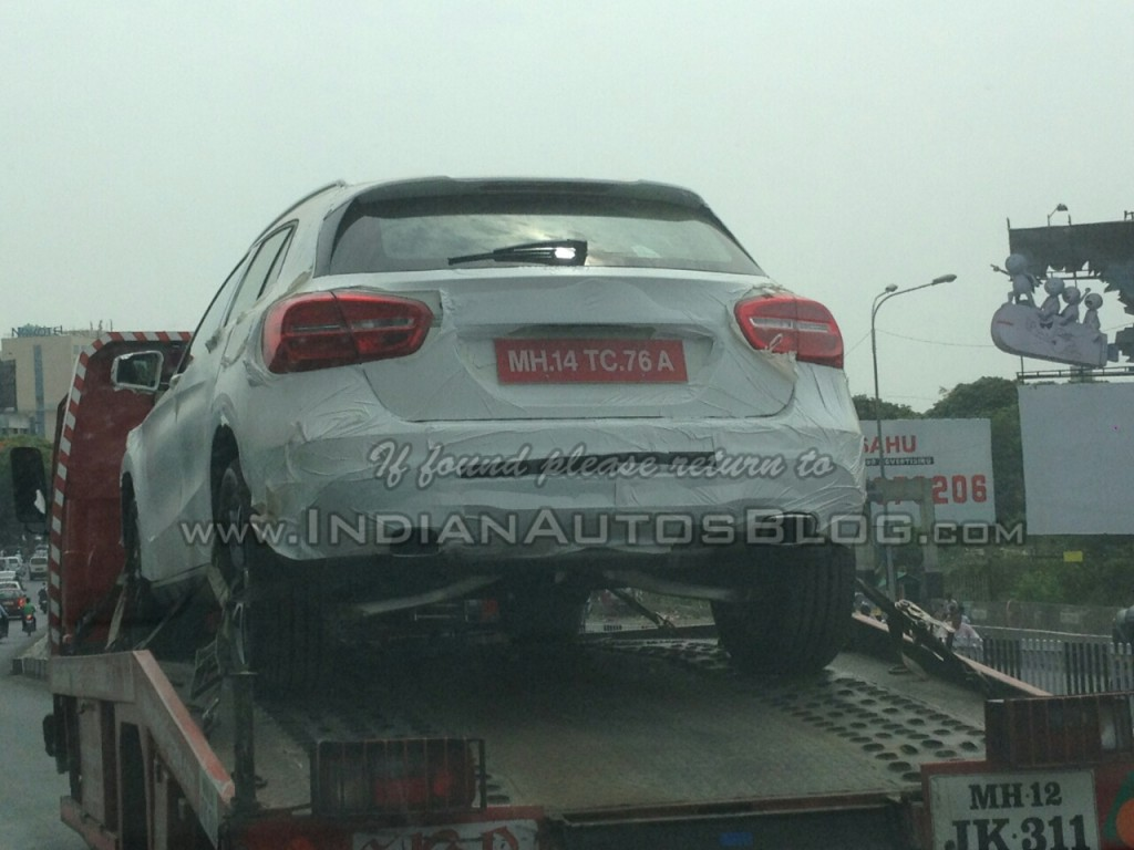 Mercedes' Q3 Rival GLA Compact Crossover GLA Spied in India
