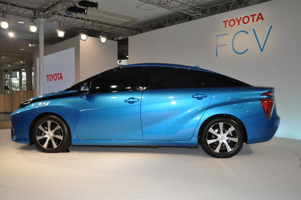 Toyota-FCV-Fuel-Cell-Vehicle-side-1