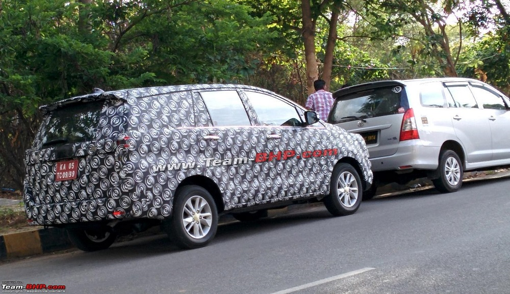 : 2015 Toyota Innova Spied Near Bangalore, With Ertiga & Old Innova