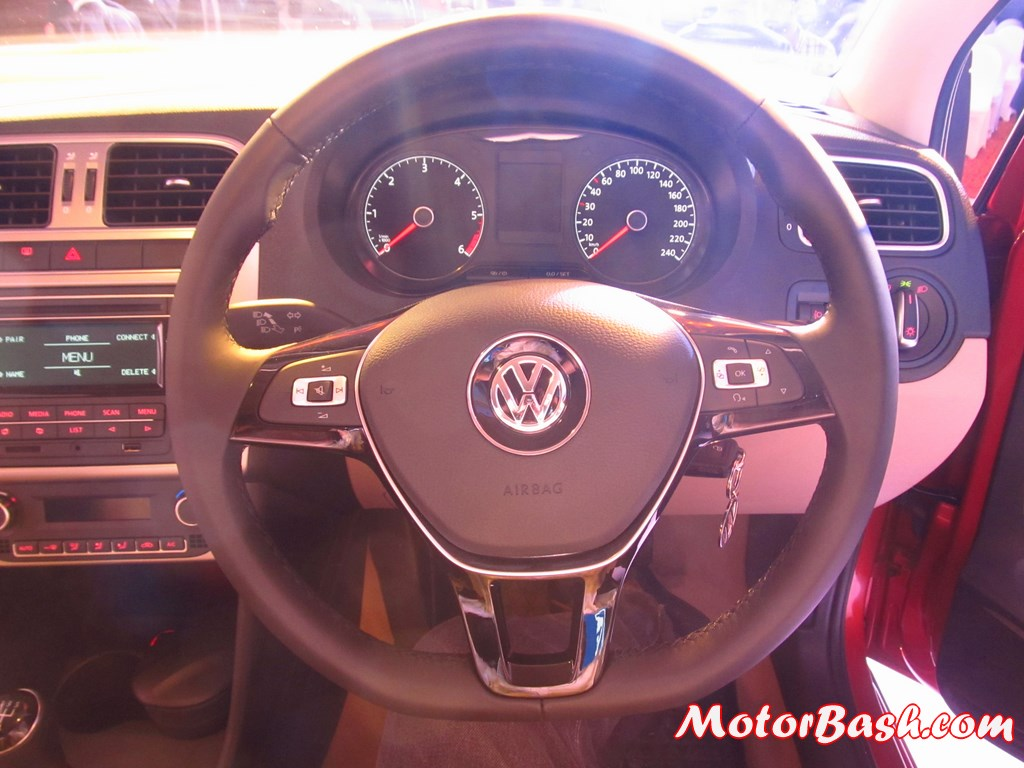 New-Polo-interior-steering-wheel