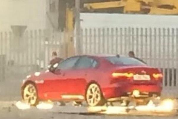 New-Jaguar-XE-Pics (4)