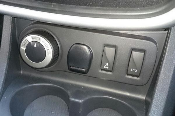Renault-Duster-rotary-AWD-dial