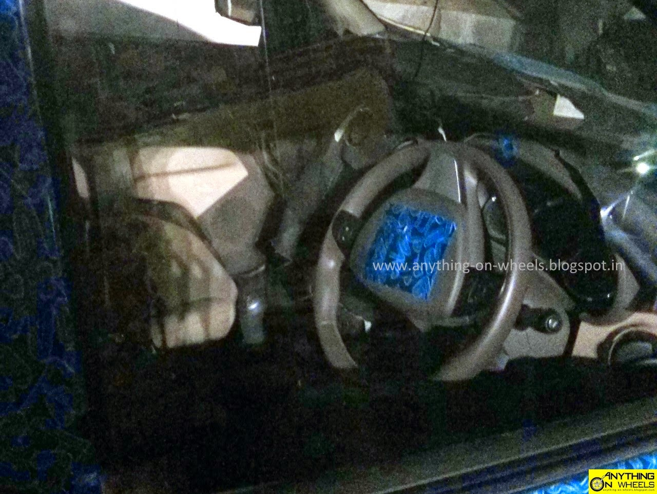 Renault-Lodgy-MPV-Spy-Pic-India-interiors