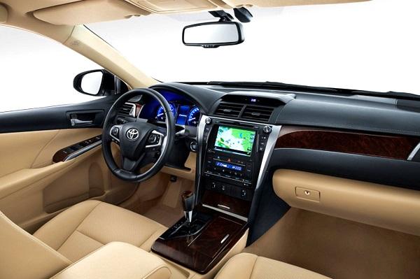 New-2015-Toyota-Camry-Pics-interiors