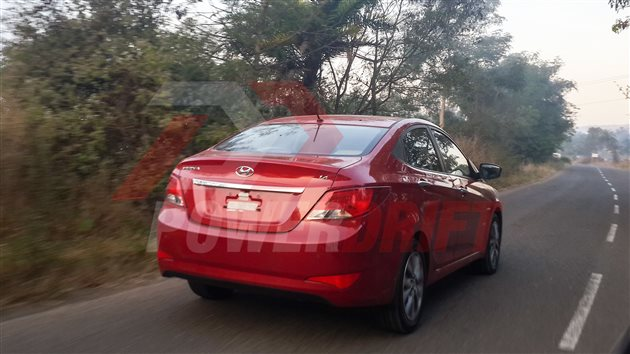 2015-Hyundai-Verna-Facelift-Red-Pics-rear