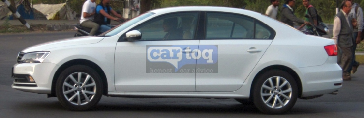 2015-Volkswagen-Jetta-Facelift-Spy-Pic-India-Side
