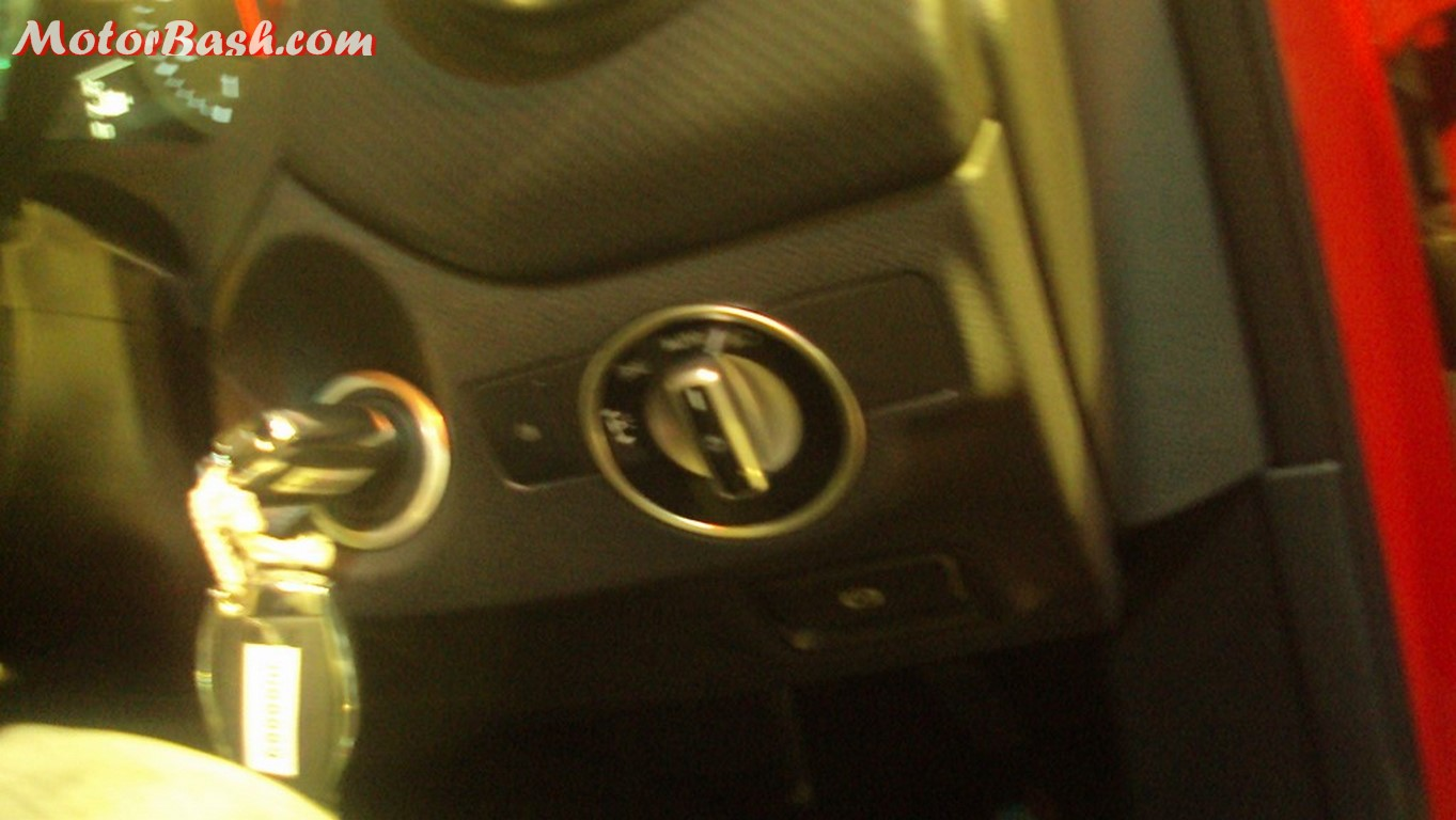 Mercedes A180 ignition and headlamp knob
