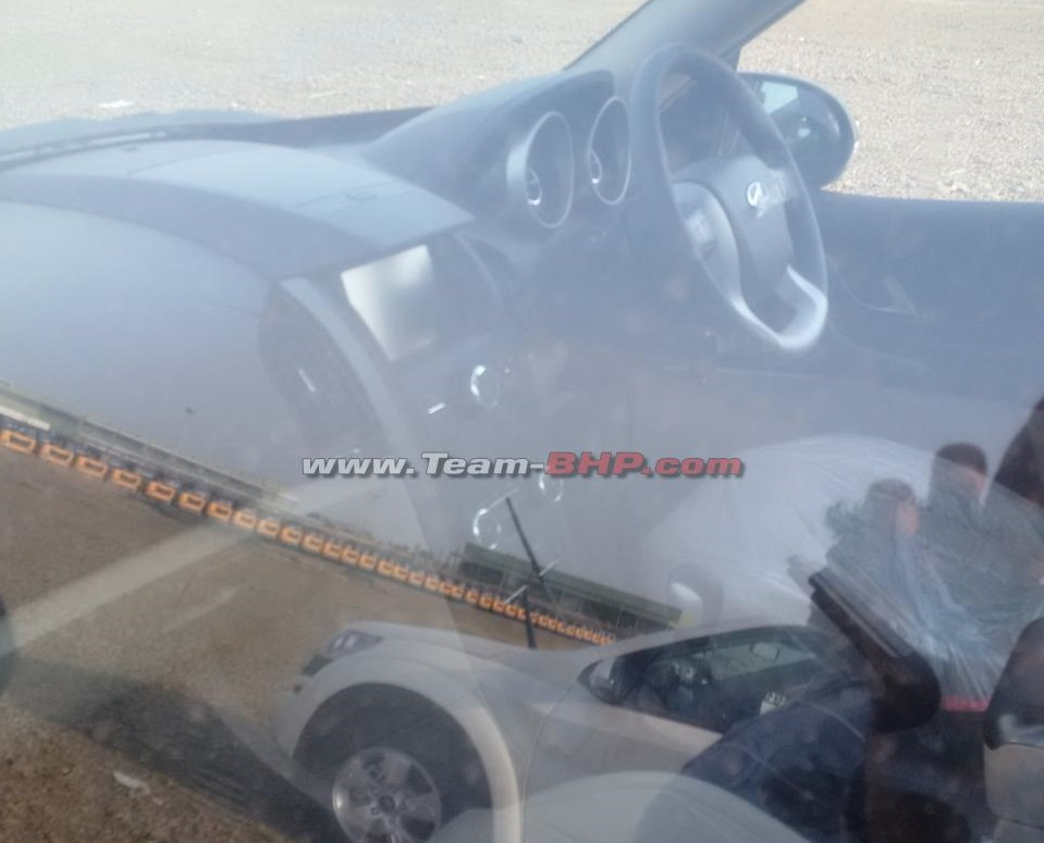 2015-Mahindra-XUV500-facelift-interior