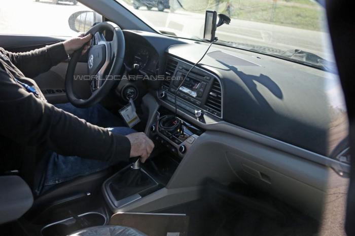 2016-Hyundai-Elantra-Spy-Pic-interior