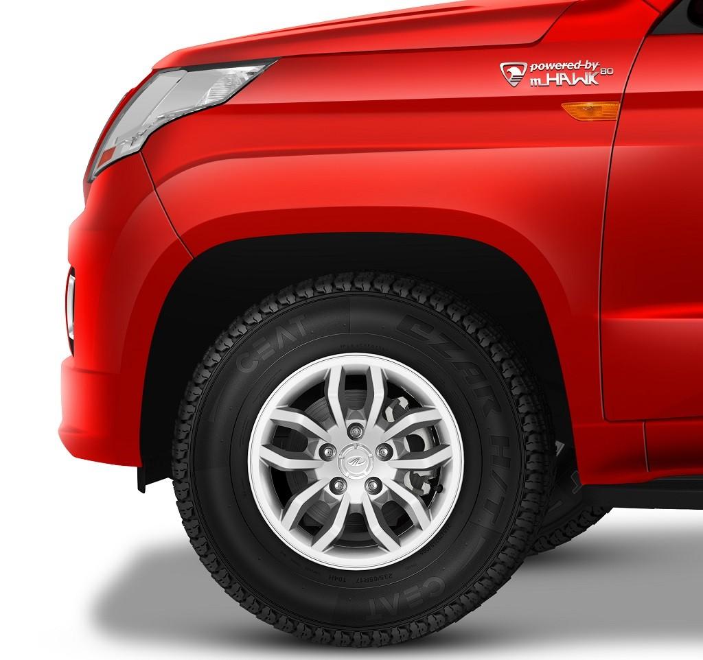 Mahindra-TUV300-Red-Pic-Tyre