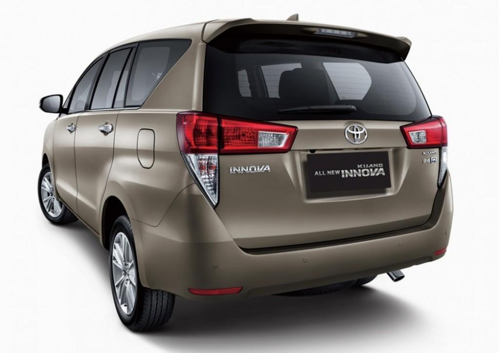 Toyota Innova rear 2
