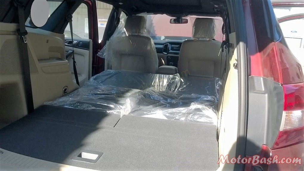 New-2016-Ford-Endeavour-Pics-Folded-Seats-Space