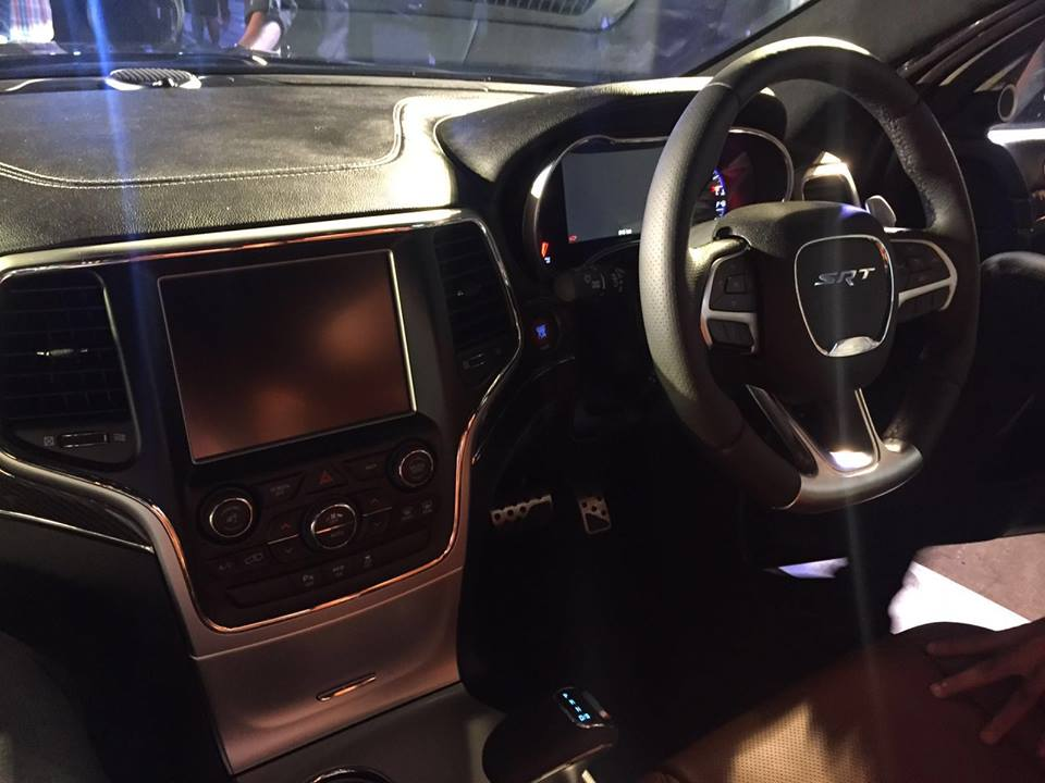 Jeep Grand Cherokee SRT dash