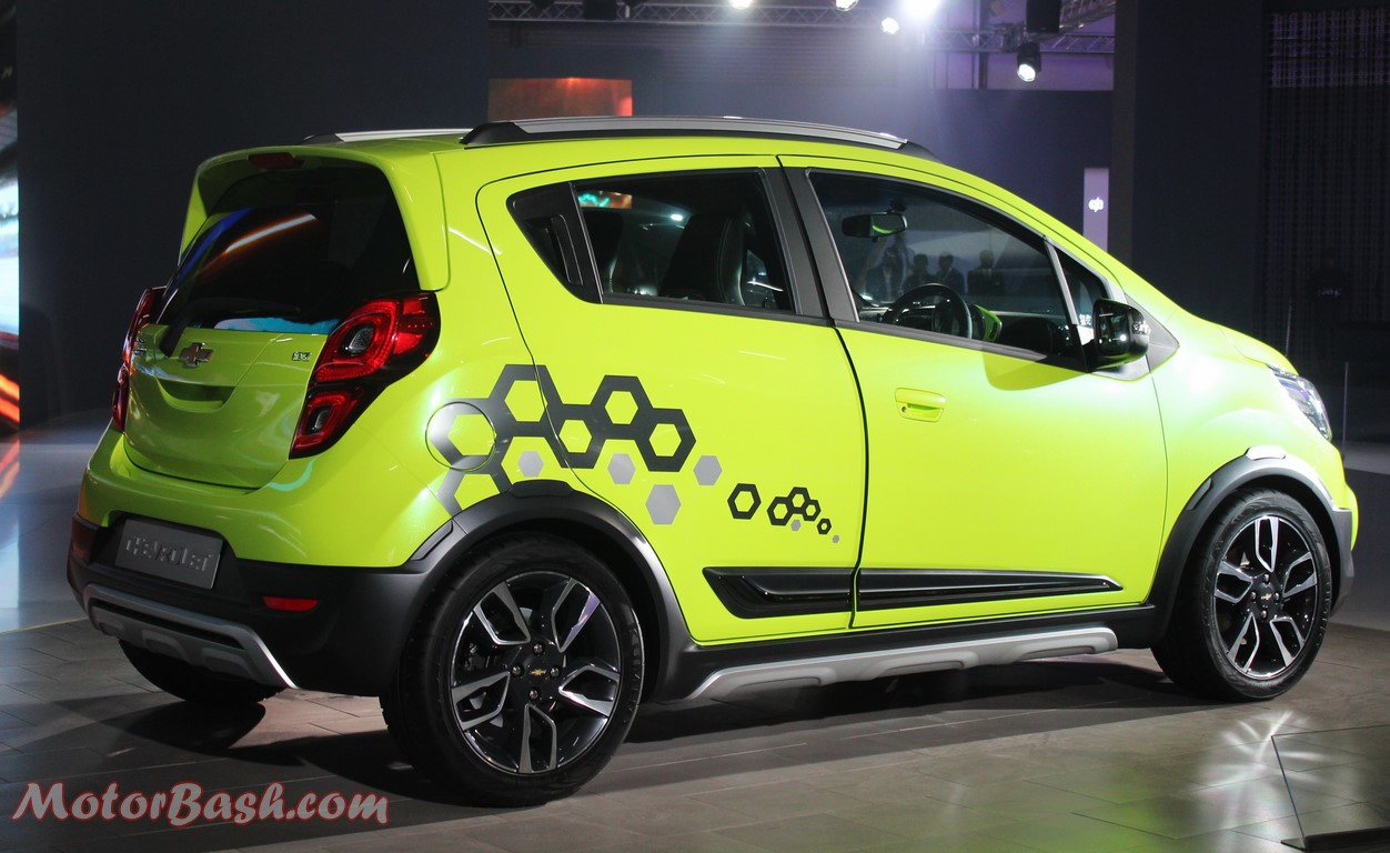 Chevrolet Beat Activ Cross Hatch Pic Green Auto Expo 2016 Side Rear