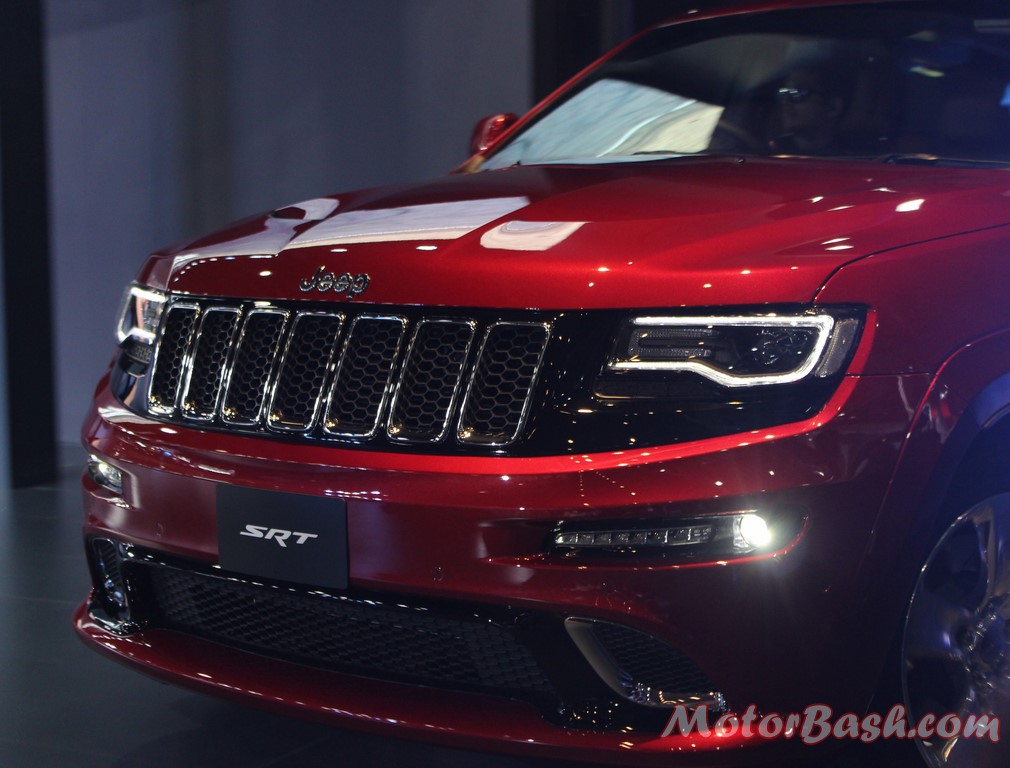 Jeep Grand Cherokee SRT Red Pics front