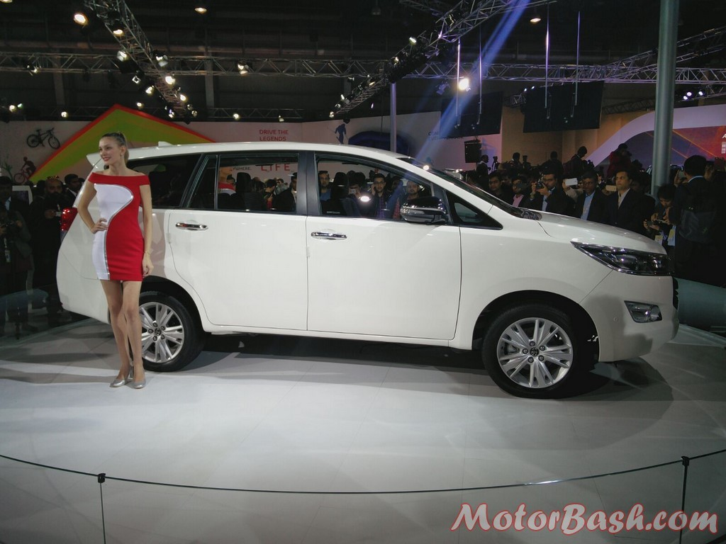 Toyota Innova Crysta side