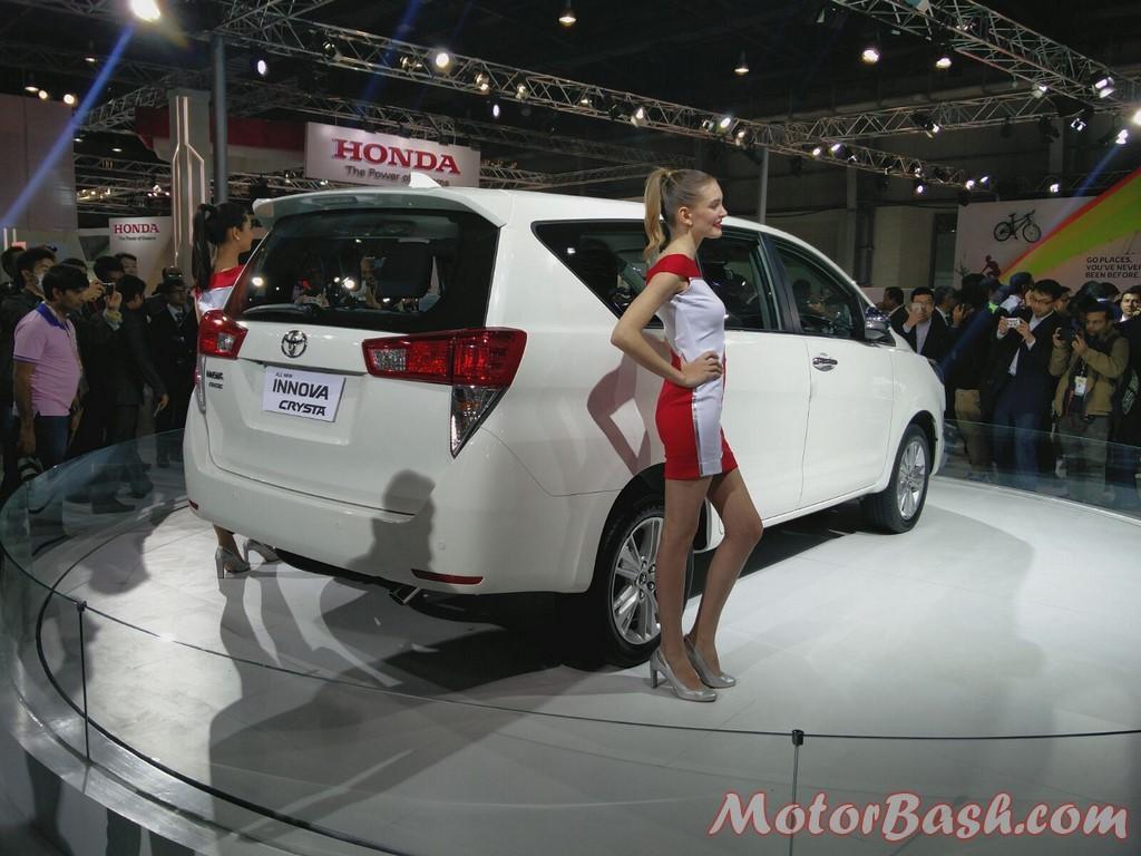 Toyota Innova rear