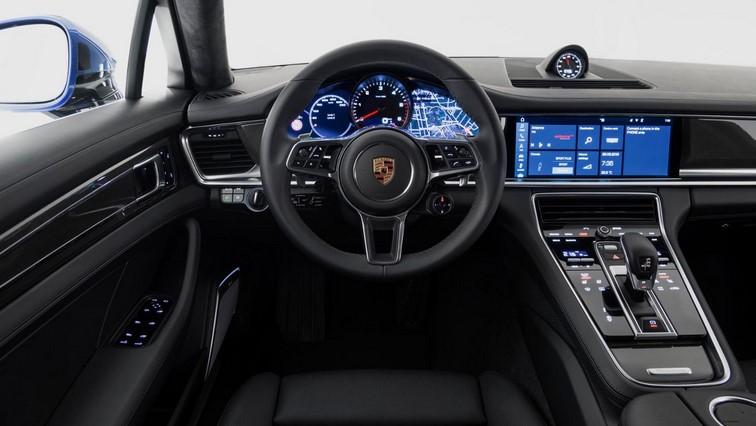 Porsche Panamera driver console