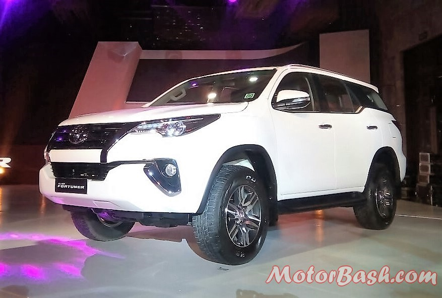2017-toyota-fortuner-front-pic