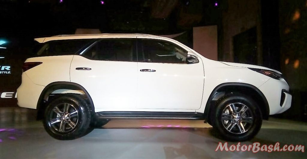 2017-toyota-fortuner-side-pic