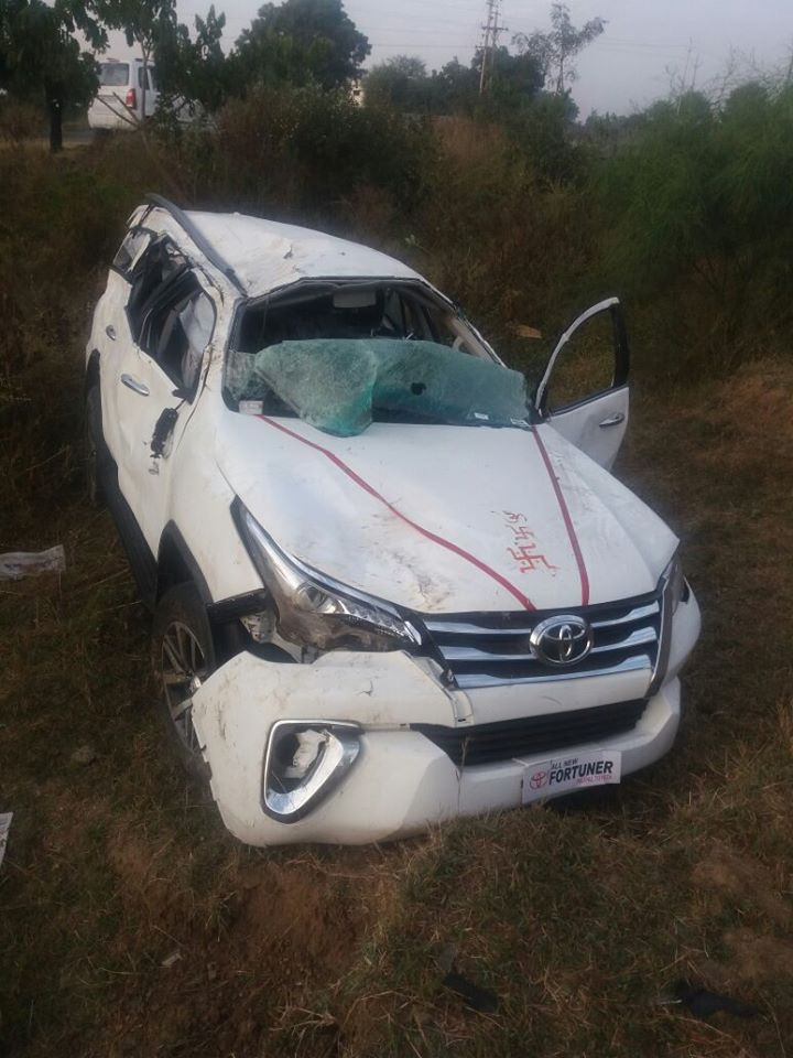 new fortuner crash-accident-pic-1