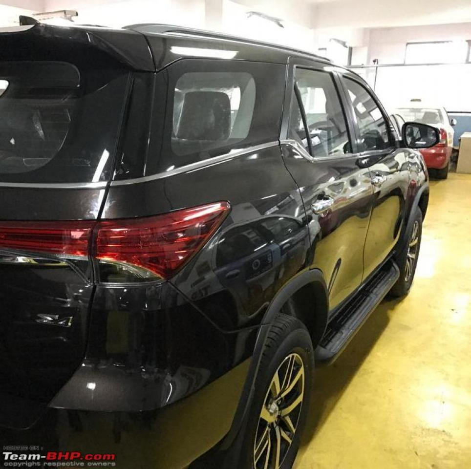 toyota-fortuner-rear