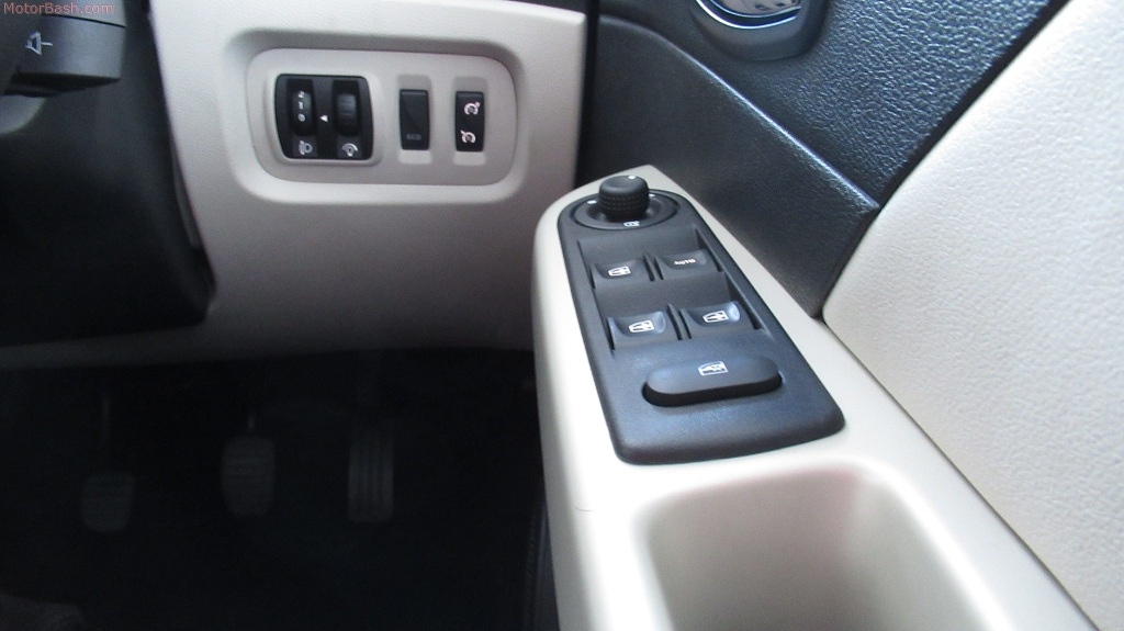 Captur cruise control and switchgear